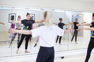 Yvanna Bergdahl är vantligtvis danslärare i Stockholm, men är inbjuden av Estrad Ljusdal för att leda lägret.