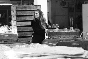 Jessica Westerberg ska ställa ut vaser i Rånäs.