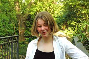 Den 19-åriga poeten Saga Wallander tilldelas årets Lars Gustafsson-stipendium på 50 000 kronor.Foto: Eli D Mellbrink