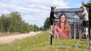 Bilden på Johanna Ojala monterades upp på skylten av Mikael och Anton Jansson, ILT Reklam.