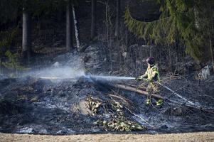 Styrkor från Liden och Timrå kallades till platsen för att släcka branden.