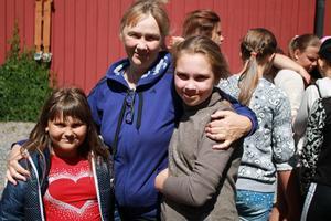 Darya Sheshenia, lägerledaren Mariia Glubnicha och Maryna Polyakova har haft 12 fina dagar hos Natasha och Leif i Sotter utanför Edsbro.