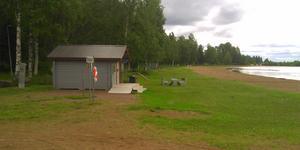 Badplatsen och kiosken vid Tingnäsbadet i Mora kommun - nu öde och tyst. Foto: Sven Lind