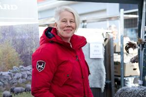 Helena Persson vid Berglocks fårgård sålde olika produkter från sina får och höns.
