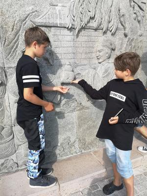 Barnen Léon, 12, och Delwin, 11.