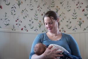 Lisa Rosell är nu föräldraledig med dottern Siw.
