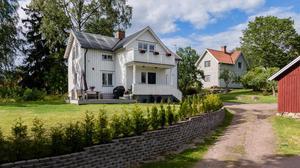 Villa strax utanför Borlänge centrum med hönshus och jordkällare. Foto: My Friman/Svensk Fastighetsförmedling