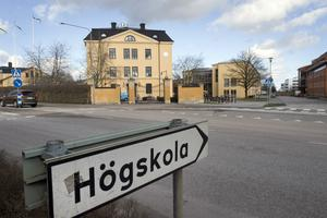 Högskolan i Skövde har under våren haft enbart distansundervisning. I höst går de tillbaka till campusundervisning, med flera anpassningar för att göra återgången säker.
