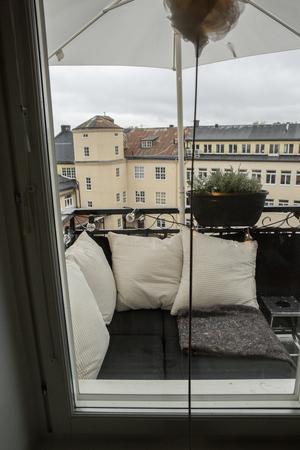 Utsikten över hattfabriken har familjen Stoor nu från sin balkong. En gång hade grundaren av CTH samma utsikt.