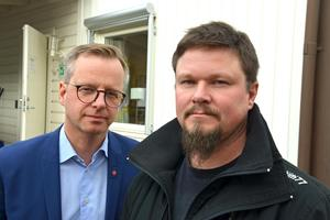Både näringsminister Mikael Damberg och Roger Lindell, vice ordförande i IF Metall på Kubal, är oroliga. Men Damberg ser också en viss ljusning.