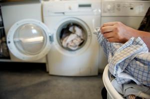 Att veta vilket tvättmedel man ska välja är inte lätt. Bild: Jessica Gow/SCANPIX