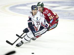 Salmonsson spelade tidigare SHL-hockey i bland annat Linköping innan utlandsäventyret till Tyskland.