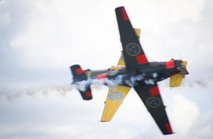 Nära, nära med två SK 50 Saab Safir ur Team 50. Foto: Mikael Forslund.