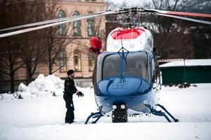 Polishelikoptern landade utanför Hedbergska skolan.
