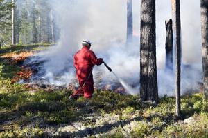 Skogsbranden på söndagskvällen innan larmet om risken för blindgångare.