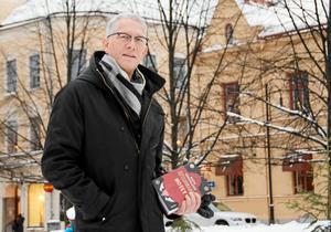 Mats Söderlund, författare sedan länge, skriver nu sin första ungdomstrilogi med rötter i svensk folktro.
