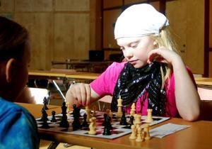 Gry Abrahmsson-Gjersvold från Grevåkerskolan i Hammerdal gör sig redo för ett nytt drag.