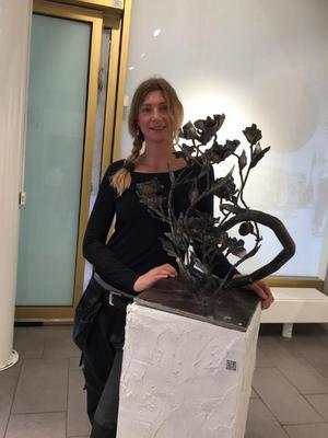 Linnéa Popovic är en av flera konstnärer som ställer ut sina verk. Foto: Privat.