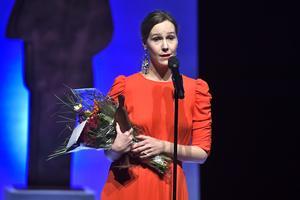 Linnea Axelsson fick ta emot det skönlitterära priset för
