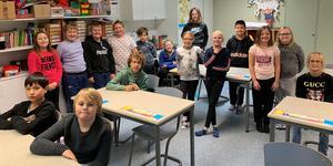 Klass 4–6 Arthur Engbergskolan har skickat in en ny vers till tävlingen I have a dream. På bilden elever från klass 4 och 5, då klass 6 inte kunde vara med vid fototillfället.