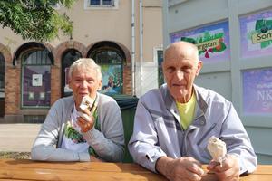 Perfekt glassväder enligt Jarmila och Arne Andersson