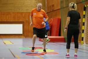 Åke Lantz tar sig fram med lätta fötter i ringarna.