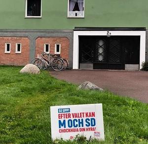 Kampanj utan faktaunderlag utanför kommunala hyresfastigheter på Högberget i Ludvika.