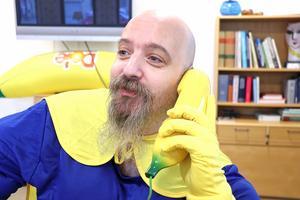 Alltid redo för ett bananuppdrag. Bananhjälten från Stråssa, Daniel Guldstrand, med uppdrag att sprida glädje.