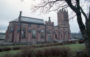 2001 stod den nya kyrkan klar.