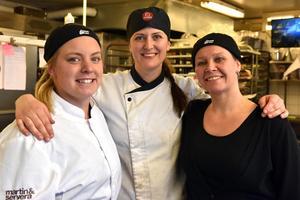 Sara Korsmyr, från Uppsala, tillsammans med Sara Skoog och Liselott Jemth, bägge från Mora. De har nu tagit över Helmers konditori och café.
