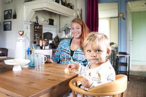 Luna, 1 år, var kanske främsta skälet till att mamma Erika och pappa David – som själva är från Årsunda respektive Storvik – beslutade sig för att flytta från Stockholm och ut på landet.
