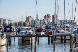 Latrinpumpar finns i Mälarparkshamnen, Lögarängshamnen, Kraftverkshamnen och Gäddeholm och tömningsstationerna är öppna under båtsäsong, det vill säga den tid då båtar normalt anlöper hamnen.