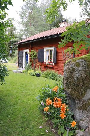 Här flyttade soldat Jan Luth in 1791 då huset var nybyggt. Numera är det sommartorp till Inger och Magnus Börjesson.