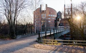 De fem nya universiteten i Sverige, dit Mittuniversitetet räknas, utbildar en fjärdedel av alla lärare, sjuksköterskor och psykologer i riket. Samtidigt erhåller samma fem universitet bara sju procent av de sammantagna forskningsanslagen. Det kan aldrig vara rimligt, skriver debattförfattarna.