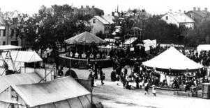 Kring sekelskiftet hölls det emellanåt marknader med karuseller och andra förnöjsamheter som östersundarna kunde roa sig med.