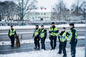 Polisen ställde upp sig utanför arenan efter matchen.