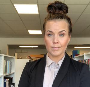 Jessica Strand berättar att Härjedalens bibliotek köat för att få visa utställningen