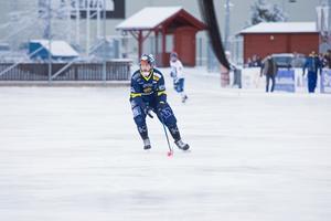 Mattias Blom passade på att göra två mål i sitt första annandagsderby.