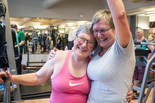 Gun Holmqvist, 77, och Inga Rudén, 81, lärde känna varandra på gymmet.
