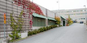 Ombyggnationen av p-huset i Nynäshamns centrum har dragit ut på tiden.