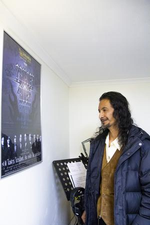 Den inramade affischen är inte från vilken The Olarn Project-konsert som helst, utan från den gången då Ging bjöd med Britt-Marie på en