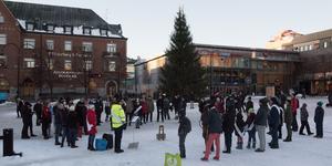 Fridays for Future och andra klimatengagerade rörelser behövs även i Örnsköldsvik, menar insändarskribenterna. Bilden är från klimatmanifestationen på torget i Örnsköldsvik förra fredagen.