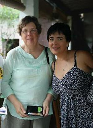 Ulla Göthe och Gladys Diaz i El Salvador. Foto: Privat