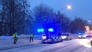 Det är väldigt halt på vägarna och räddningstjänsten uppmanar till försiktighet.