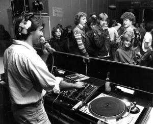 Året är 1983 och diskjockeyn Håkan Borin spelade