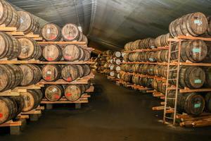 I det stora lagringsutrymmet lagras totalt 500 000 liter whisky.