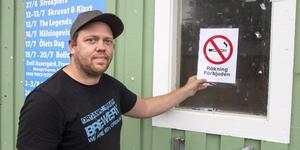 Jonas Hildingsson är en av de ansvariga för Långnäsparken i Bollnäs. Vid de riktigt stora arrangemangen har det varit svårt att förhindra all rökning på området och i framtiden räknar man med att behöva anlita fler vakter.