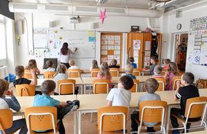 Bara de närmaste åren kommer över 600 nya förskolor och 300 nya skolor behöva byggas i Sverige för att rymma alla nya elever.