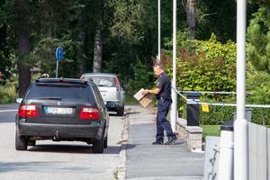 Polisen kom även ut material från den mordmisstänkte 45-åringens bostad under onsdagen.