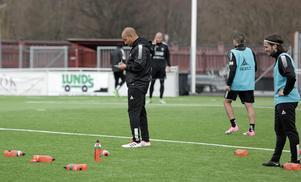 Bragetränaren, Klebér Saarenpää, plitade tidigt ned Carlos Garcias namn i startelvan mot Jönköping.